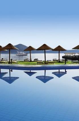 Bazén u hotelu Porto Elounda Golf & Spa Resort, Elounda